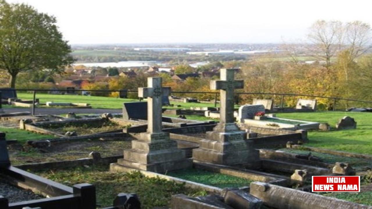 कब्रिस्तान में रोमांस करते हुए कैमरे में हुआ कैद